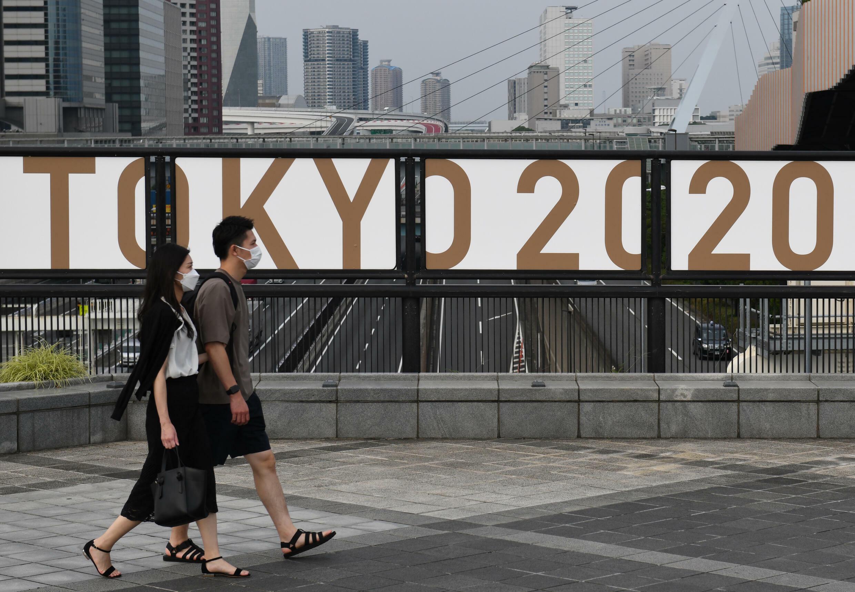 El logo de Tokio 2020 cerca del parque de Odaiba, en Tokio, el 7 de julio de 2021