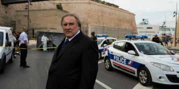 Жерар Депардье отрицает вину. На фото: актер на съемках сериала «Марсель». 2016 г.