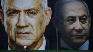Picha iliyowekwa kwenye bango la uchaguzi, Waziri Mkuu Benjamin Netanyahu na mpinzani wake wa zamani Benny Gantz, Februari 17, 2020, nchini Israeli
