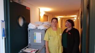 A gauche, Dominique Delattre, femme de ménage et Valérie Van Nieuwenhove, assistante commerciale chez Adepia.
