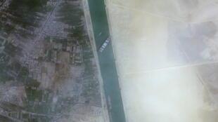 2021-03-24T233708Z_975817548_RC2ZHM9Y1T26_RTRMADP_3_EGYPT-SUEZCANAL-SHIP