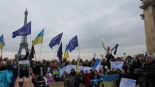 Евромайдан в Париже, 24 ноября 2013.