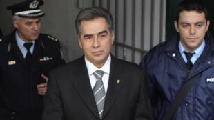 Vassilis Papageorgopoulos à sa sortie du tribunal de Salonique, le 27 février 2013.