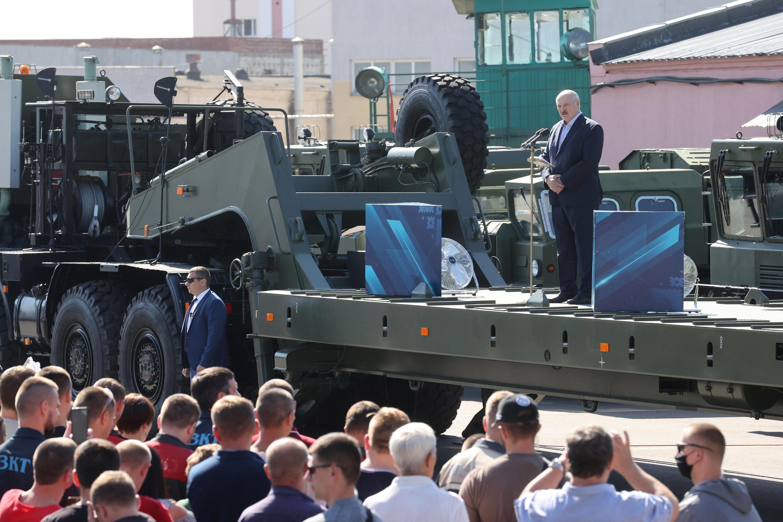 白俄罗斯总统卢卡申科周一演讲中被台下民众要求下台资料图片