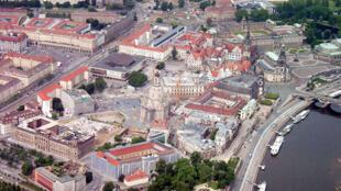 Une vue aérienne de la ville de Dresde.