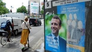 Một áp phích kêu gọi bầu cho đảng của tổng thống Pháp Emmanuel Macron, Paris, 23/05/2019.