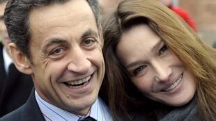 Nicolas Sarkozy e Carla Bruni-Sarkozy casaram-se meses depois de ele assumir a presidência da França.