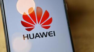 El logotipo del gigante chino de las telecomunicaciones Huawei, visto en la pantalla de un teléfono móvil el 14 de julio de 2020 en Londres