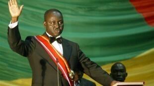 Le président centrafricain, François Bozizé, prêtant serment à l'Assemblée nationale, à Bangui, après son élection, le 11 juin 2005.