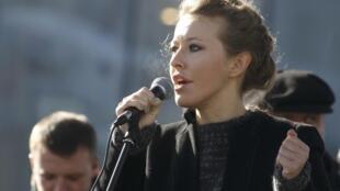 Presentadora estrella de televisión, Ksenia Sobtchak, es también una figura de la oposición al presidente Putin.