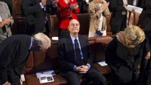 O ex-presidente Jacques Chirac foi condenado ontem a dois anos de prisão com sursis no julgamento sobre os empregos-fantasma da prefeitura de Paris.