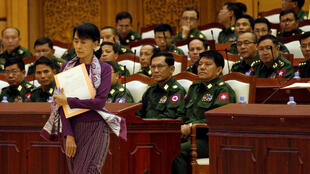 Aung San Suu Kyi au Parlement à Naypidaw le 2 mai 2012.