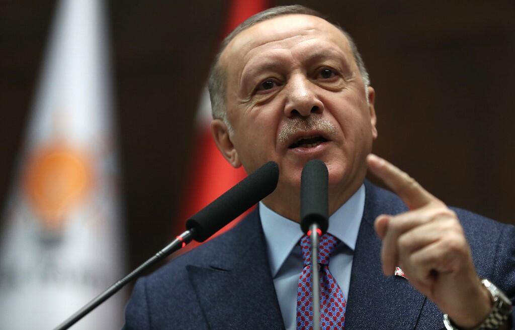 """رجب طیب اردوغان، رئیس جمهور ترکیه و رهبر حزب """"عدالت و توسعه""""، در پارلمان این کشور در آنکارا. چهارشنبه ٣٠ بهمن/ ۱٩ فوریه ٢٠٢٠."""