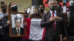 Expolicías y familiares de agentes muertos en el conflicto armado peruano participan en un evento, el 20 de mayo de 2021 en Lima