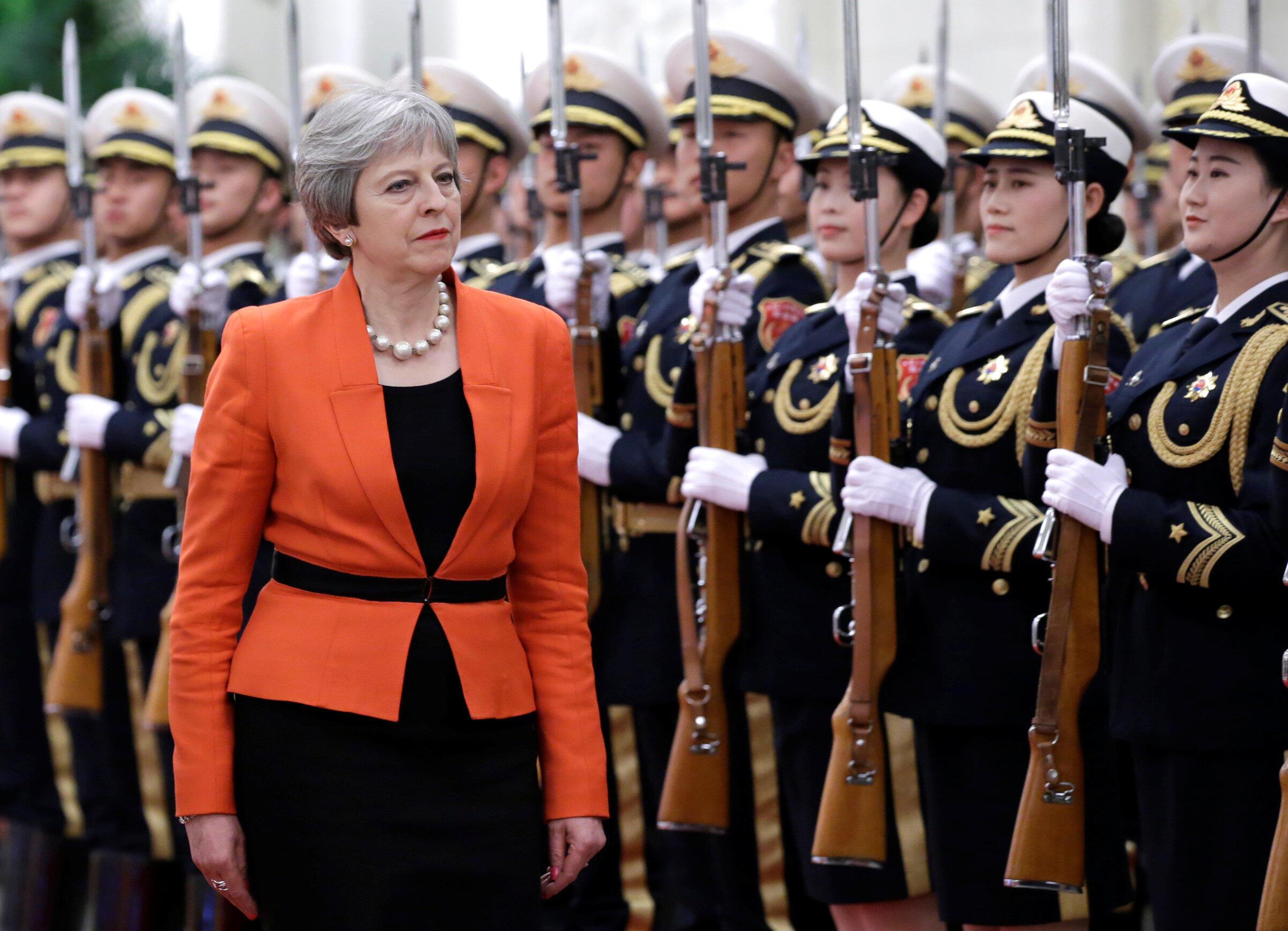 2018年1月31日,英国首相特蕾莎•梅抵达中国访问,前往北京人大会堂,与中国总理李克强会晤。