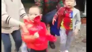 重庆南坝幼儿园14孩童被一恶妇菜刀砍伤2018年10月26日