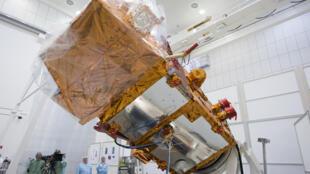 Le satellite Sentinel-2A, le 24 février 2015 à Ottobrunn en Allemagne avant qu'il soit envoyé en Guyane française pour son lancement, en juin prochain.