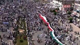 Manifestation de l'opposition syrienne à Hama, le 17 juin 2011.