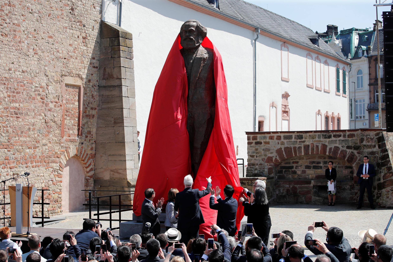 中國贈送的馬克思雕像在其故鄉特里爾揭幕2018年5月5日