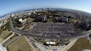 Площадь революции в Гаване во время визита папы Римского Бенедикта XVI, 28 марта 2012 года