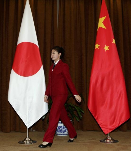2011年11月23日中日外長在北京會見之前。