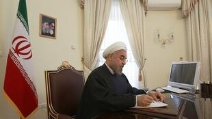 """حسن روحانی رئیس جمهوری اسلامی در پیامی به سران """"کشورهای اسلامی"""" هشدار داد که موضوع و مشکل اصلی جهان اسلام فلسطین است و رهبران عرب نباید طرح صلح آمریکا معروف به """"معاملۀ قرن"""" را بپذیرند."""