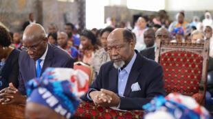 O ministro da Justiça, Assuntos Constitucionais e Religiosos, Joaquim Veríssimo (esquerda) e o ex-Presidente da República de Moçambique, Joaquim Chissano (direita). Sé Catedral de Maputo, 03 de Março de 2019.