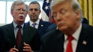 Ông John Bolton (T), cựu cố vấn An ninh Quốc gia của tổng thống Mỹ Donald Trump. Ảnh tư liệu chụp ngày 7/2/2019 tại Nhà Trắng, Washington.