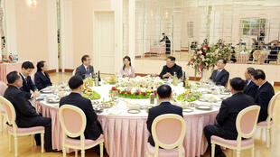 金正恩和韓國代表團的晚宴,2018年3月6日。