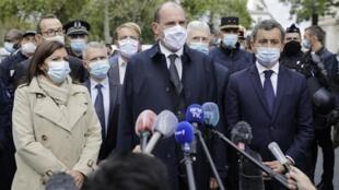 Le Premier ministre Jean Castex, ici entouré de la maire de Paris Anne Hidlago et du ministre de l'Intérieur Gérald Darmanin, a dit l'attachement du gouvernement à défendre la liberté de la presse.