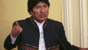 El presidente boliviano, Evo Morales, durante la jura de los dos nuevos ministros, el 28 de septiembre de 2011 en La Paz.