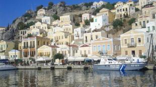 Simi, ilha grega do Dodecaneso, no mar Egeu.