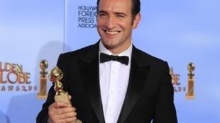 O ator francês Jean Dujardin, vencedor do Globo de Ouro de melhor ator na categoria comédia.