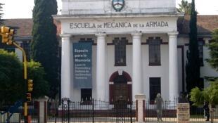 L'Ecole supérieure de mécanique de la marine (ESMA) fut l'un des principaux centres de détention et de torture en Argentine pendant la dictature militaire. Le président Nestor Kirchner en a fait un musée de la mémoire.