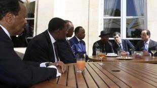存档图片:2014年5月17日 法国总统奥朗德在巴黎主持有关相关非洲国家元首小型安全峰会