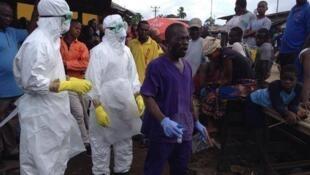 Jami'an kiwon lafiya suna aikin daukar matakan kariya domin kaucewa yaduwar cutar Ebola a Liberia