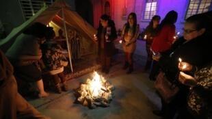Célébration de la veille de Noël par des chrétiens d'Irak, le 24 décembre 2014.