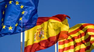 Drapeaux Européen, Espagnol et Catalan