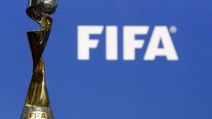 Le trophée de la Coupe du monde féminine de la Fifa, qui sera remis à la nation qui s'imposera en France en juin-juillet 2019.
