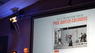 Ouverture de lasoirée «Drones, la sale guerre d'Obama». Discours du maire de Bayeux, jeudi 10 octobre.