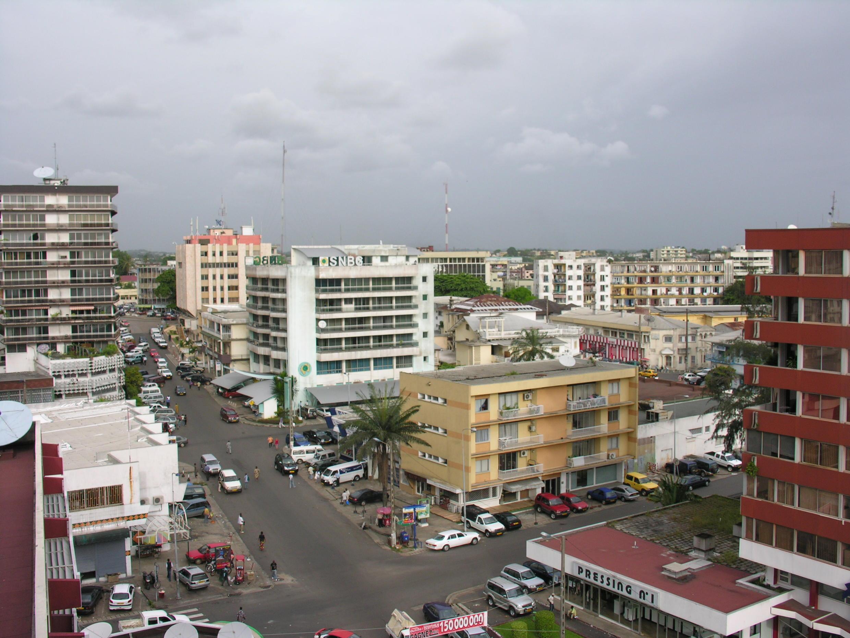 Un incubateur monté à Libreville par une ONG américaine incite les jeunes à l'auto-emploi grâce à une formation. (Centre ville de Libreville).
