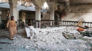 """حمله انتحاری گروه داعش به مسجد جامع """"جوادیه"""" در مرکز شهر هرات در غرب افغانستان، به کشته شدن ٣۵ نفر و زخمی شدن  ٦٢ نفر انجامید."""