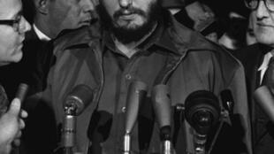 En 1960, Fidel Castro crée les «Noticieros» afin de tenir les Cubains au courant de leur actualité.