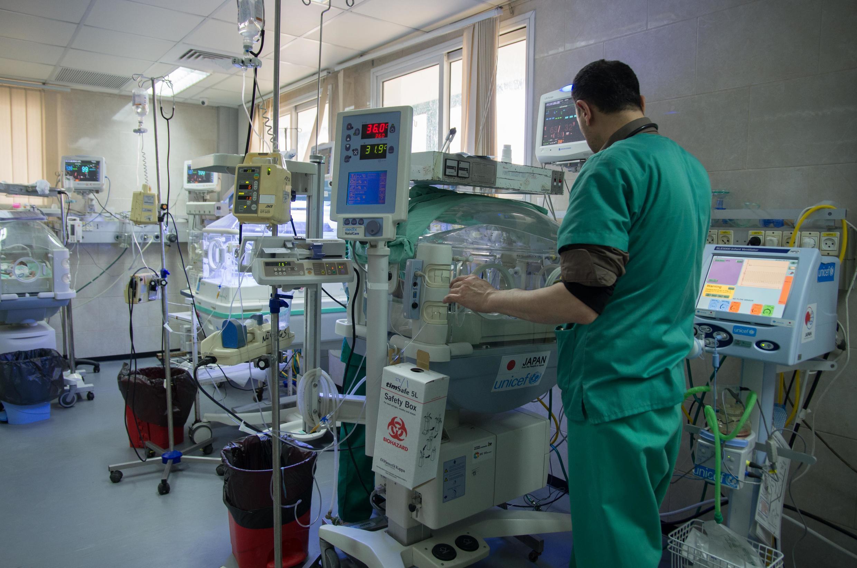 存档图片:加沙地带希法医院新生儿加护病房