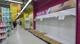 台灣許多大賣場的衛生紙被搶購一空