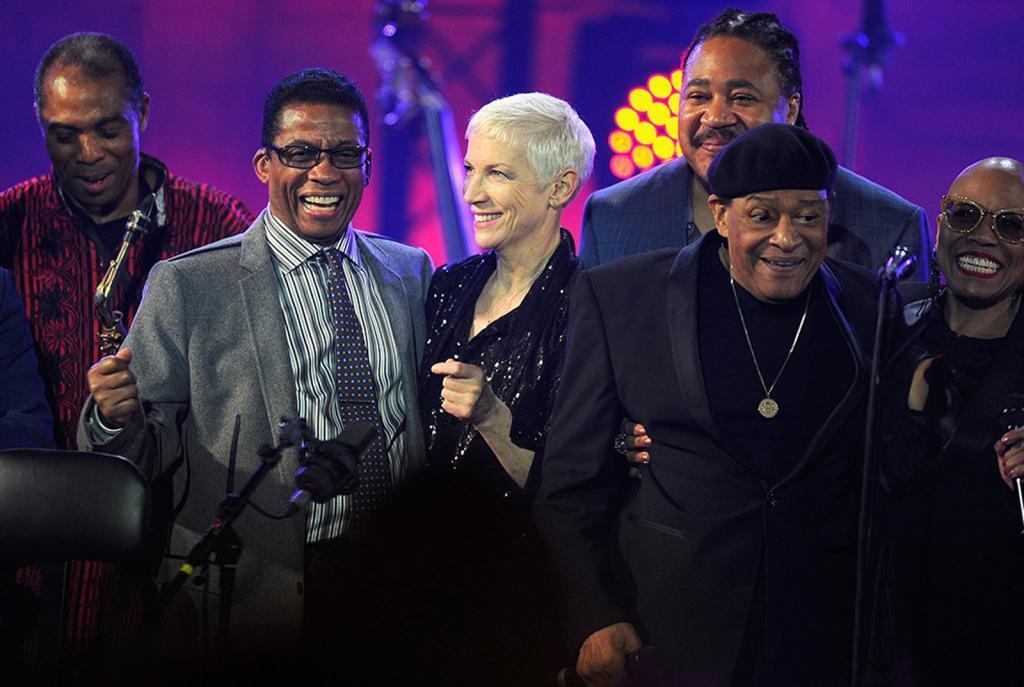 Femi Kuti, Herbie Hancock, Annie Lennox, James Genus, Al Jarreau et Dee Dee Bridgewater, lors de la Journée internationale du Jazz 2015 à Paris.
