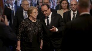 La présidente chilienne Michelle Bachelet et le président François Hollande, le 8 juin 2015 à l'Elysée.