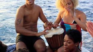 Ceuzany et Neuza en bateau vers Ribeira da Barca (Cap-Vert).