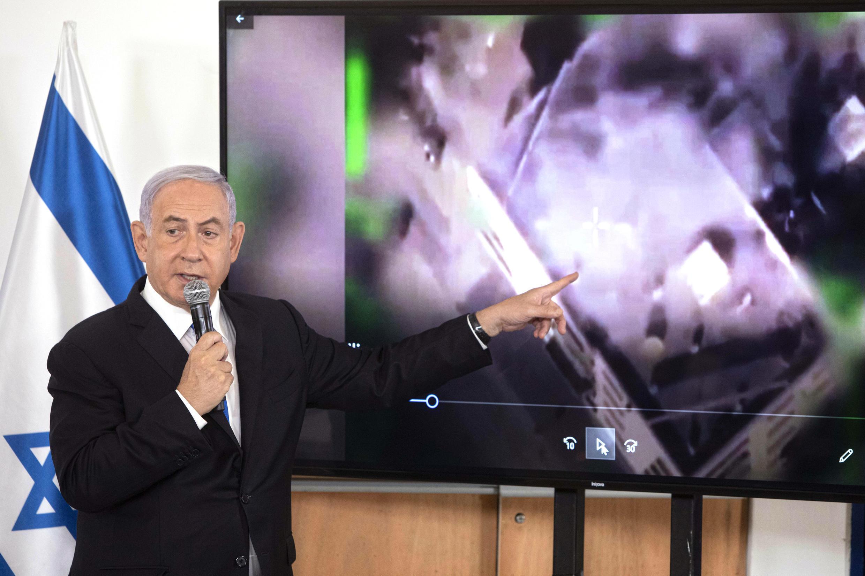 El primer ministro israelí Benjamin Netanyahu durante una sesión informativa para los embajadores en Israel en la base militar de Hakirya en Tel Aviv, el 19 de mayo de 2021