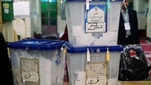 صندوقهای رأی در تهران پس از پایان زمان رأیگیری در انتخابات یازدهمین دوره مجلس شورای اسلامی ایران. شنبه ٣ اسفند/ ٢٢ فوریه ٢٠٢٠